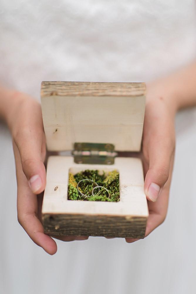 Vestuviniai žiedai dėžutėje